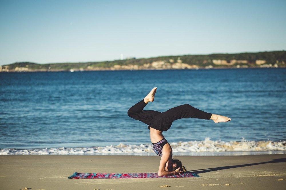 posizioni dello yoga a testa in giù di valentina valoroso