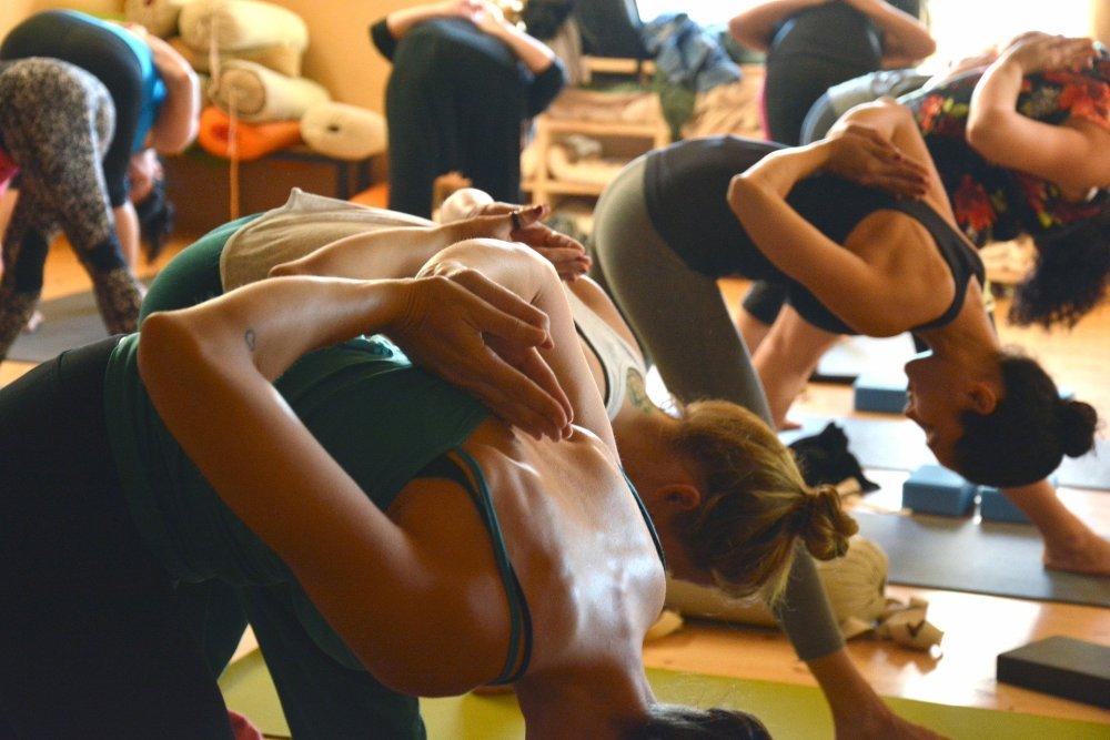 esercizi-di-yoga-valentina-valoroso
